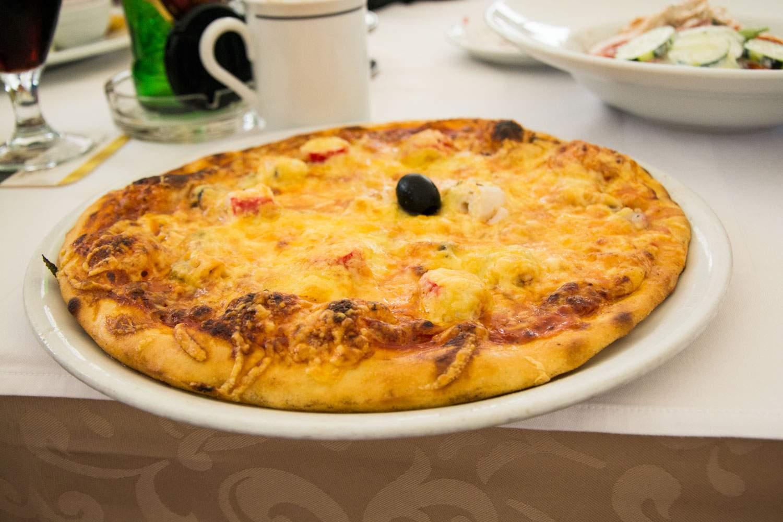 Pizza z owocami morza - tak dobra, że pamiętaliśmy o niej cały rok i znów ją zamówiliśmy.