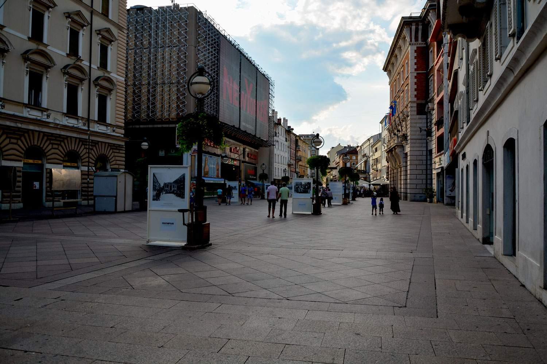 Korzo, centrum życia Rijeki. O 17 pusto. Miasto budzi się do życia po 20.