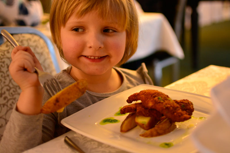 Maja jest tradycjonalistką - pieczone ziemniaczki i filet z piersi, to coś dla niej.
