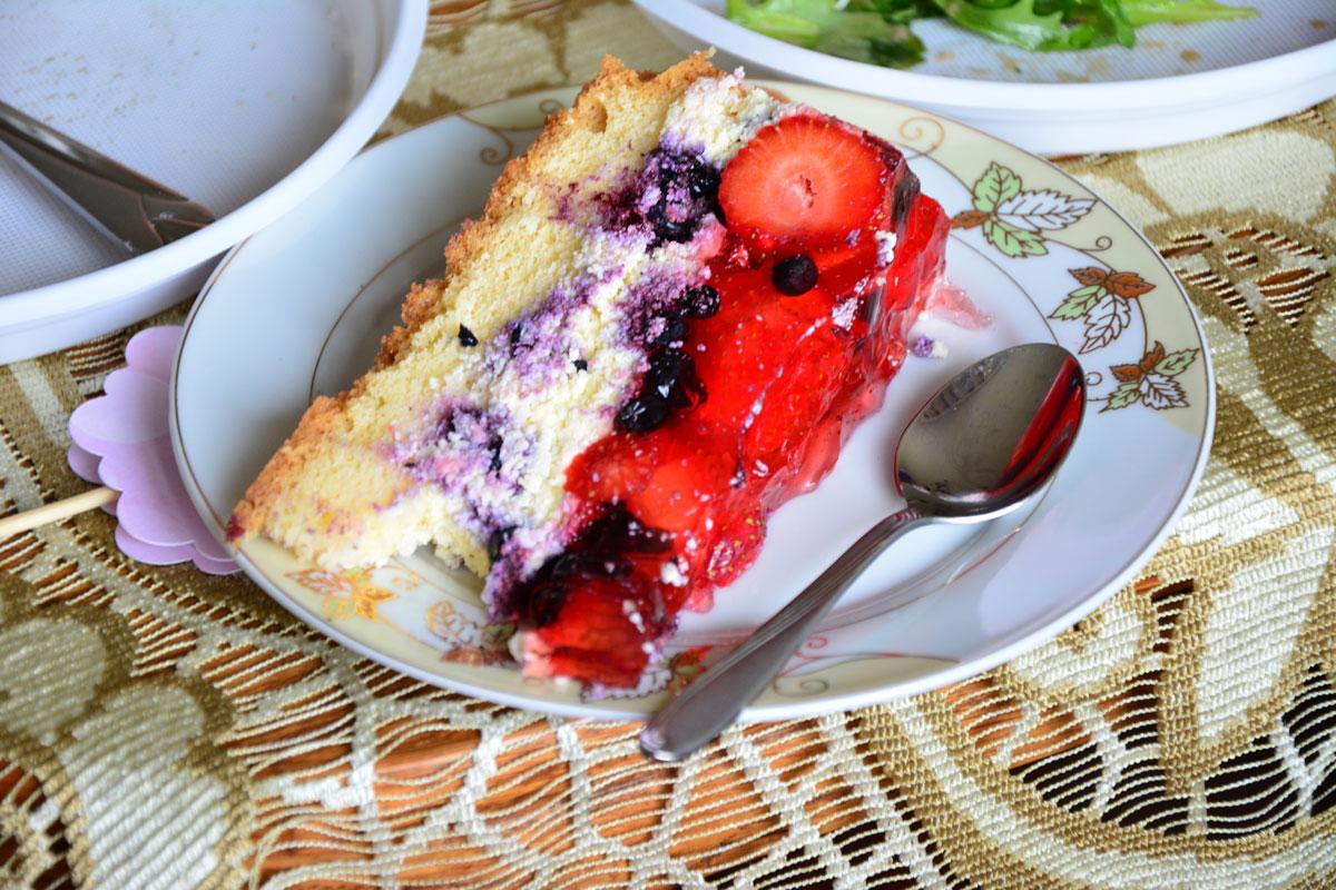 Najlepsze letnie ciasto świata - możecie prosić w komentarzach moją ciocię o przepis. Może się zgodzi :)